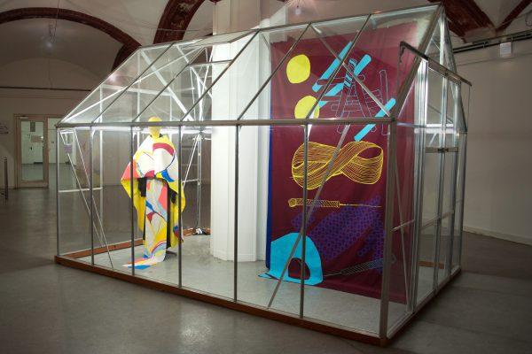 Anne Reiter - Siebdruckserie II - 2018-2019 - Siebdruck auf Textil - Ausstellungsansicht im Glashaus der HAW Hamburg, 2018