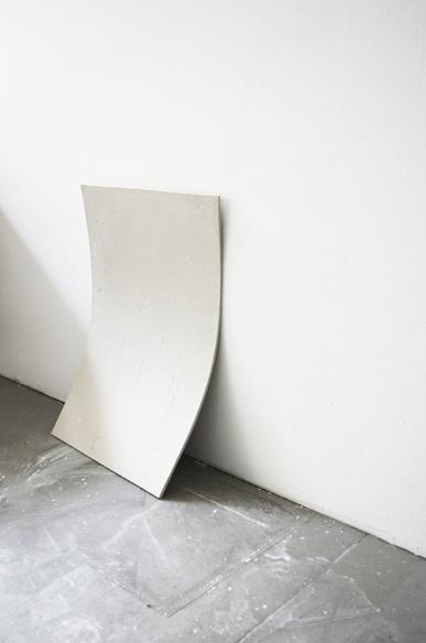Elisa Manig - Platte II - 2014 - ungebrannter Ton - 60 x 40 cm