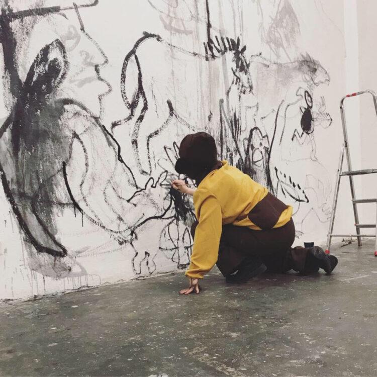 Sylvia Pásztor - ALLES AFFE - Performance in der Galerie Neurotitan, Berlin, 2019