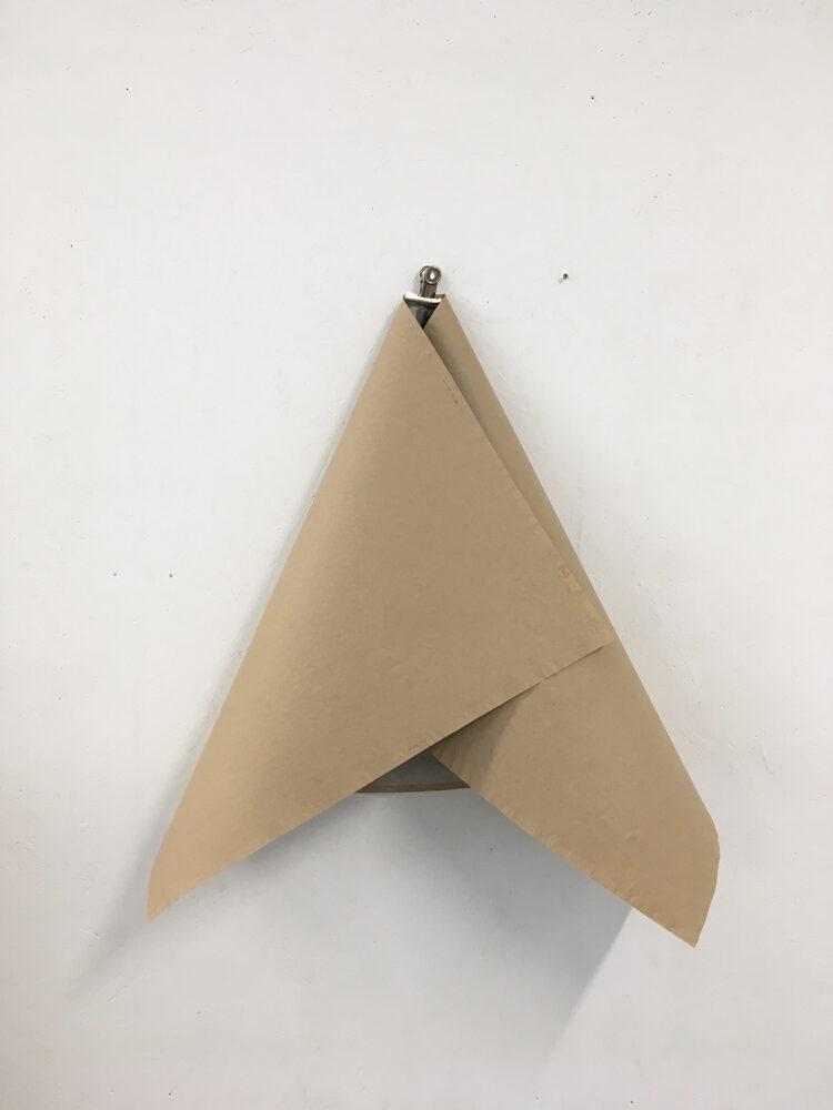 Alexandra Schewski - Papierwurf - 2019 - in situ/ Objekt, Papier - ca. 70 x 50 cm