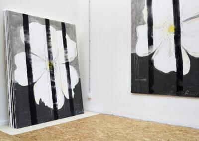 Heike Berl - WEISSE ROSE 1 (Atelieransicht) - 2019 - Tusche, Edding, Acryl auf Tyvek - 180 x 140 cm