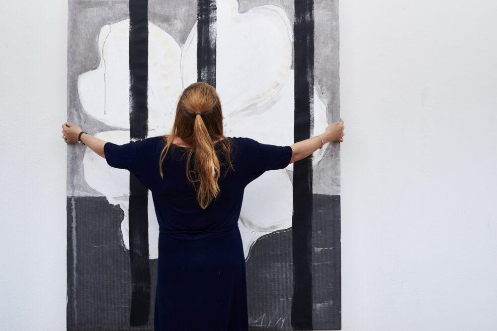 Heike Berl - WEISSE ROSE IV (Atelieransicht) - 2019 - Tusche, Edding, Acryl auf Tyvek - 180 x 140 cm