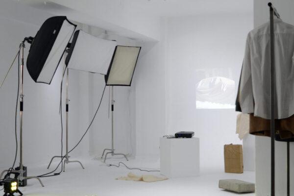 """Nicolai Leicher - Ausstellungsansicht """"BlowUp"""" im Fotostudio PaperThin, Athen - 2020"""