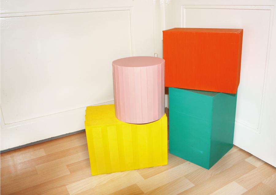 Nadine Glas - Building Bricks (Modulares Bauklotz-System) - 2020 - Sperrholz, Pappe, Acrylfarbe, Lack - Maße variabel (je ca. 30 x 20 x 20 cm)