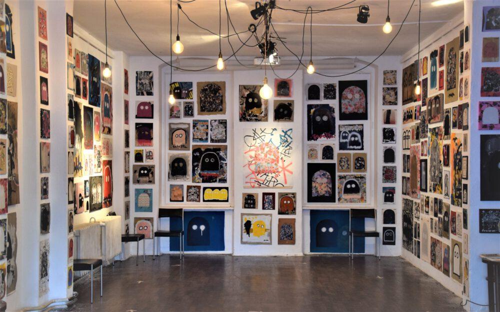 """Jascha Wolfram - Ausstellungsansicht """"GHOSTS"""" im Hole of Fame, Dresden, 2020"""