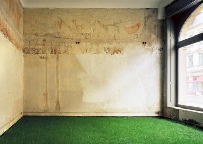 Karen Weinert – Vision vom Frühling – Dresden 2003 – aus der Serie: Installation für eine Fotografie – Fine-Art-Print – 68 x 85 cm