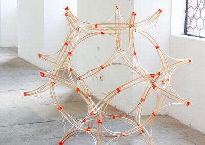 Paul Reßl – test for assembly kit III (Serie) – 2019 – 3D-Druck, Fichtenleisten – Maße variabel – Ausstellungsansicht Buxheim, 2021